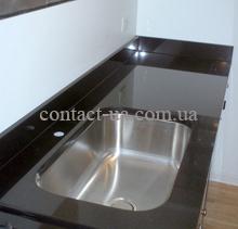Столешница для кухни из чёрного габбро с плинтусом №71